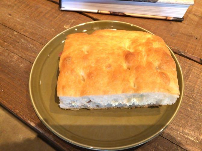 フォカッチャ 生ハムとクリームチーズサンド
