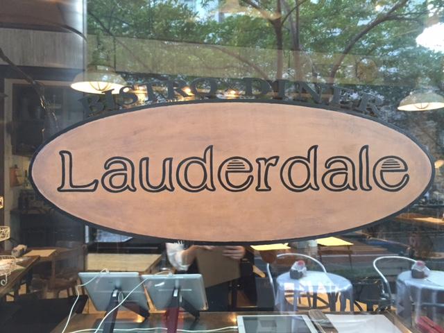 Lauderdaleの看板